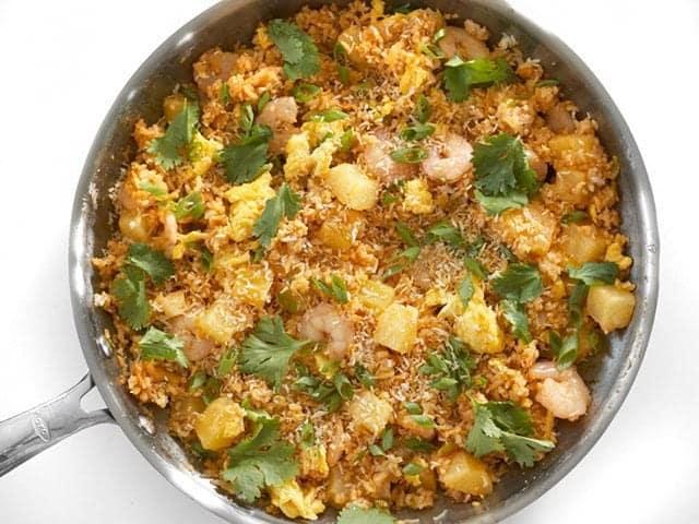 Thơm ngất ngây với món cơm chiên dứa dừa khô cho bữa sáng lẫn tối - 7