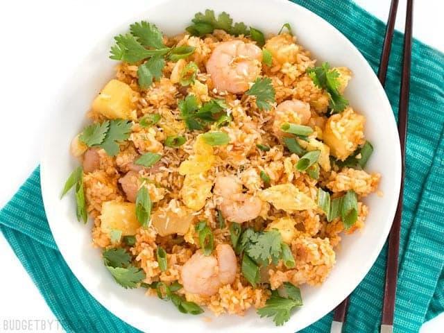 Thơm ngất ngây với món cơm chiên dứa dừa khô cho bữa sáng lẫn tối - 9