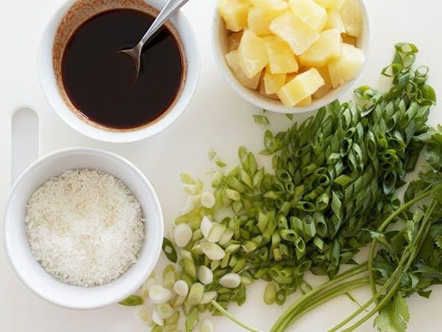 Thơm ngất ngây với món cơm chiên dứa dừa khô cho bữa sáng lẫn tối - 2