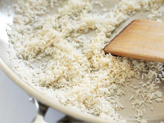 Thơm ngất ngây với món cơm chiên dứa dừa khô cho bữa sáng lẫn tối - 4