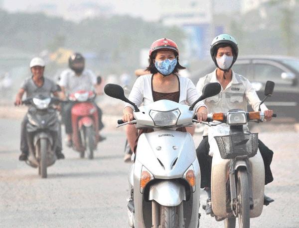 Ô nhiễm không khí tại Hà Nội: Khẩu trang giá cả triệu đồng/cái vẫn được săn lùng - 1