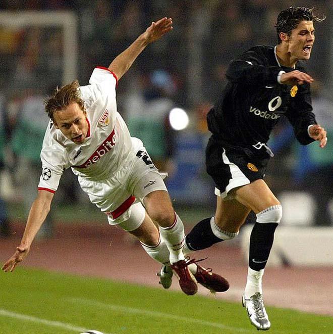 Ronaldo lập công Cúp C1: Một đêm 4 kỷ lục, bất chợt bàn giải nghệ - 2