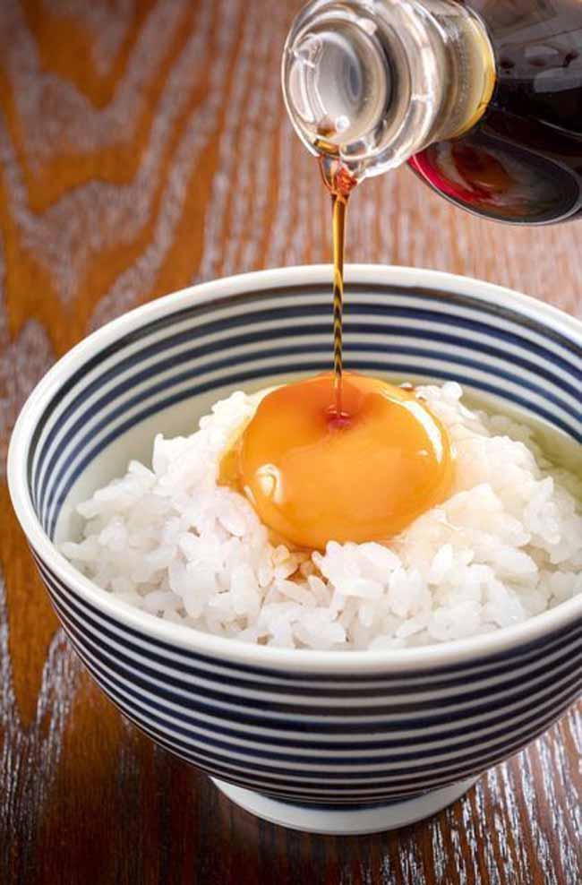 Có gì trong món cơm trộn trứng sống khiến người Nhật mê mẩn?