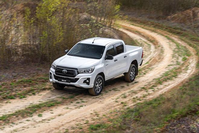 Toyota HiLux được cập nhật hệ thống an toàn chủ động và Stop-Start - 1