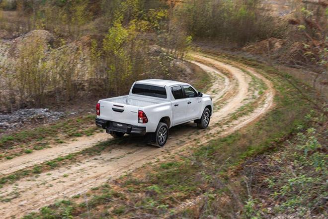 Toyota HiLux được cập nhật hệ thống an toàn chủ động và Stop-Start - 2