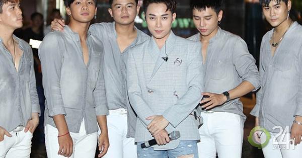 Trúc Nhân gây sốc mặc quần cộc đi hát trước 40.000 khán giả - Giải trí