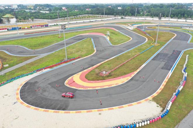 Cùng chuyên gia quốc tế lái thử xe Vinfast tại trường đua Đại Nam - 6