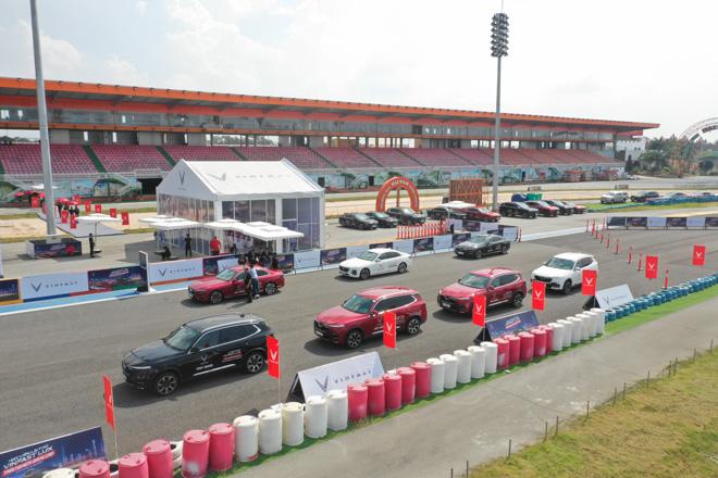 Cùng chuyên gia quốc tế lái thử xe Vinfast tại trường đua Đại Nam - 4