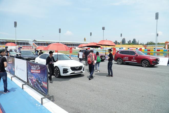 Cùng chuyên gia quốc tế lái thử xe Vinfast tại trường đua Đại Nam - 1