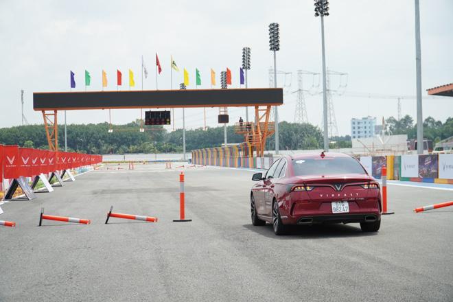 Cùng chuyên gia quốc tế lái thử xe Vinfast tại trường đua Đại Nam - 10
