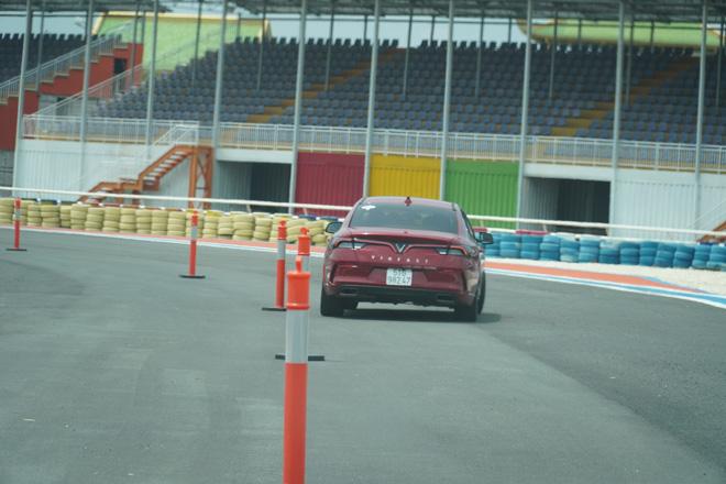 Cùng chuyên gia quốc tế lái thử xe Vinfast tại trường đua Đại Nam - 7