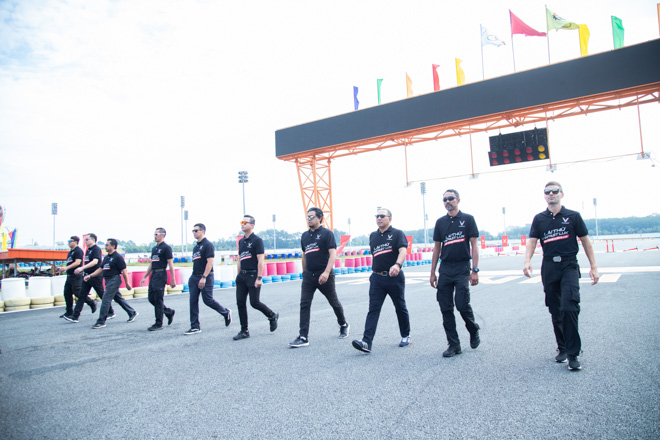Cùng chuyên gia quốc tế lái thử xe Vinfast tại trường đua Đại Nam - 3