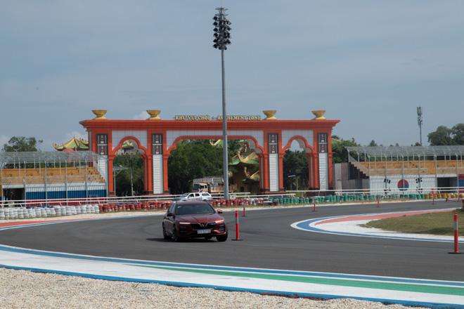 Cùng chuyên gia quốc tế lái thử xe Vinfast tại trường đua Đại Nam - 12