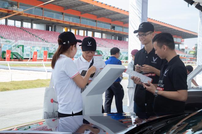 Cùng chuyên gia quốc tế lái thử xe Vinfast tại trường đua Đại Nam - 13