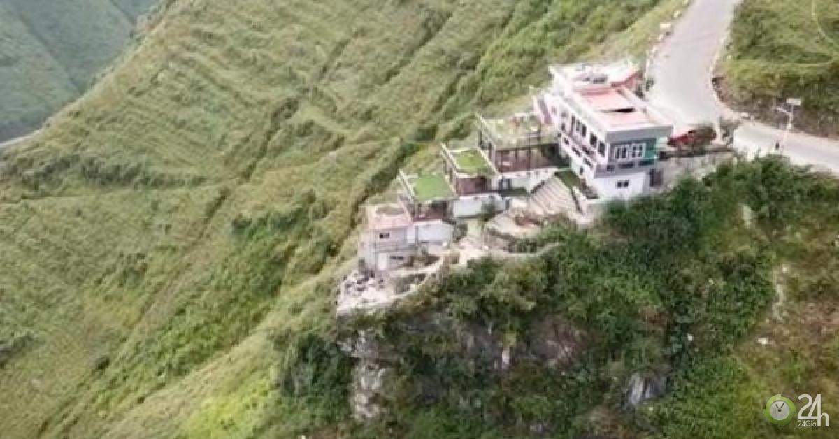 """Clip: Cảnh hùng vĩ trên đỉnh Mã Pí Lèng, nơi bị cắm """"gai"""" bê tông - Tin tức 24h"""