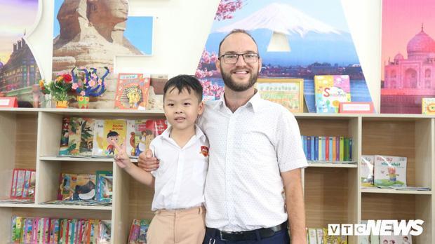 """Cậu bé """"thần đồng"""" Hà Tĩnh đọc tiếng Anh từ 18 tháng tuổi giờ ra sao? - 2"""
