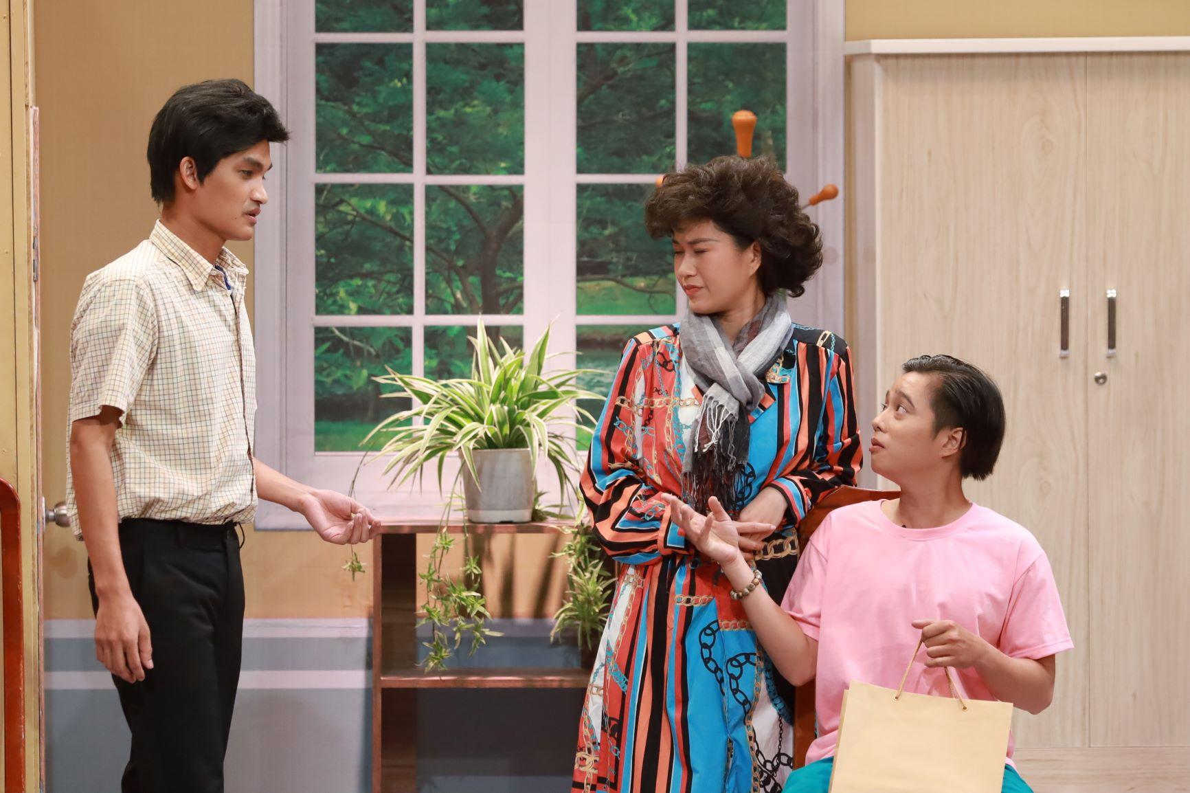 Nam diễn viên khóc xin lỗi Hari Won lại gây sốc với màn hôn đồng giới - 6