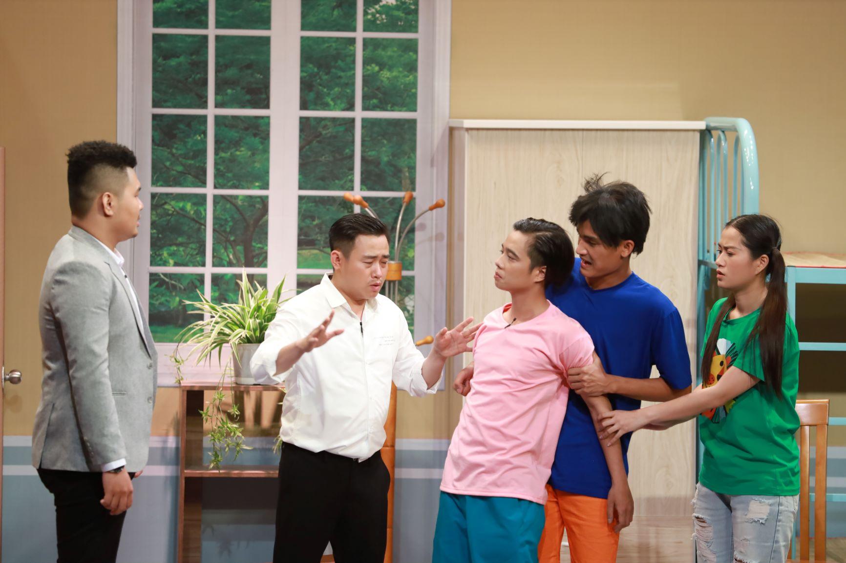 Nam diễn viên khóc xin lỗi Hari Won lại gây sốc với màn hôn đồng giới - 5