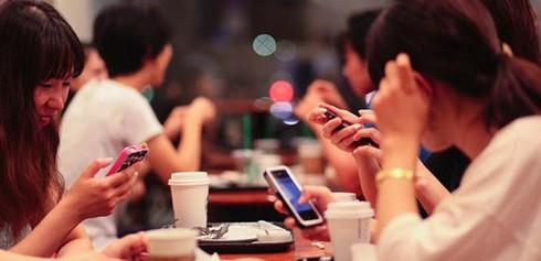 BS Bệnh viện Việt Đức cảnh báo 12 tác hại từ điện thoại thông minh - 1