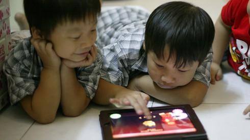 BS Bệnh viện Việt Đức cảnh báo 12 tác hại từ điện thoại thông minh - 2