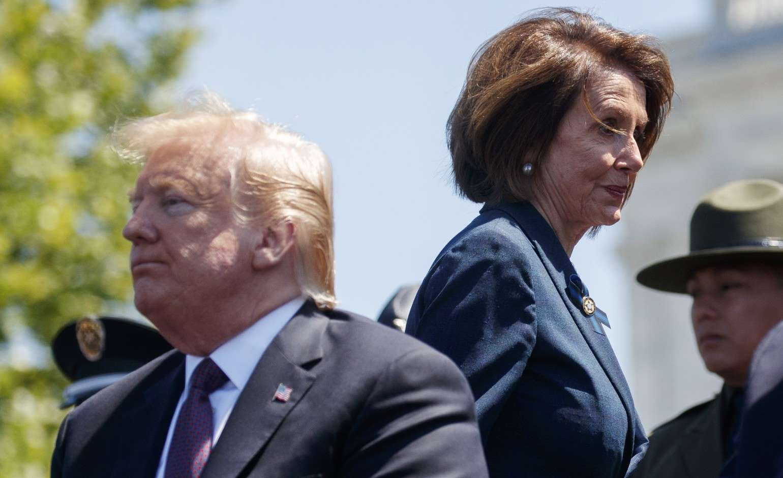 """Ông Trump nổi giận đòi luận tội Chủ tịch hạ viện Mỹ Pelosi vì """"phản quốc"""" - 1"""