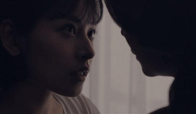 """Rò rỉ ảnh nóng của Thanh Hằng và Chi Pu, nhiều người """"đỏ mặt"""" vì giống cảnh """"50 sắc thái""""? - 6"""