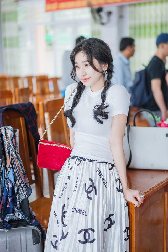 Hot girl nóng bỏng Quang Lê ôm hôn công khai giữa chốn đông người là ai? - 9