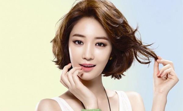 Kiểu tóc ngắn cho mặt tròn to đẹp giúp che khuyết điểm hoàn hảo - 3