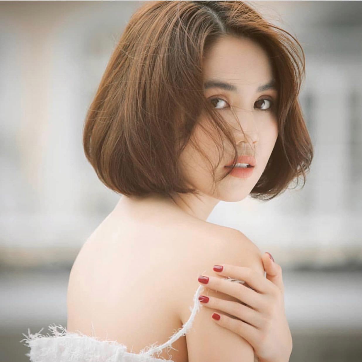 Kiểu tóc ngắn cho mặt tròn to đẹp giúp che khuyết điểm hoàn hảo - 5