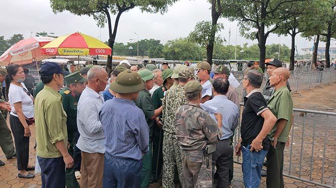 Thương binh trèo cổng VFF đòi mua vé ĐT Việt Nam đấu Malaysia - 3