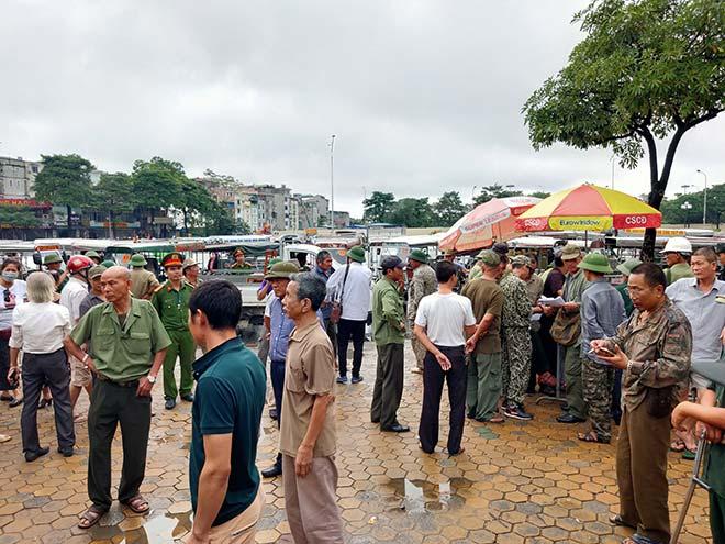 Thương binh trèo cổng VFF đòi mua vé ĐT Việt Nam đấu Malaysia - 9