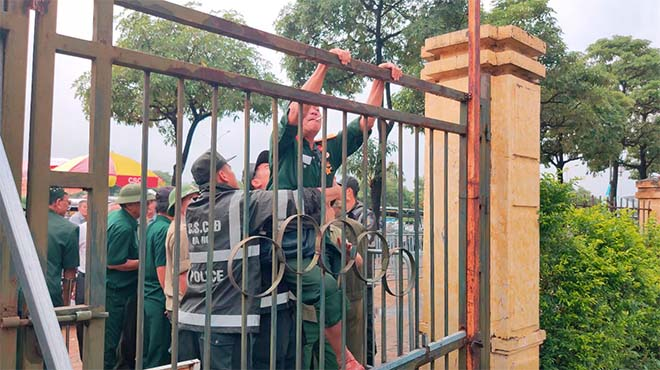 Thương binh trèo cổng VFF đòi mua vé ĐT Việt Nam đấu Malaysia - 14