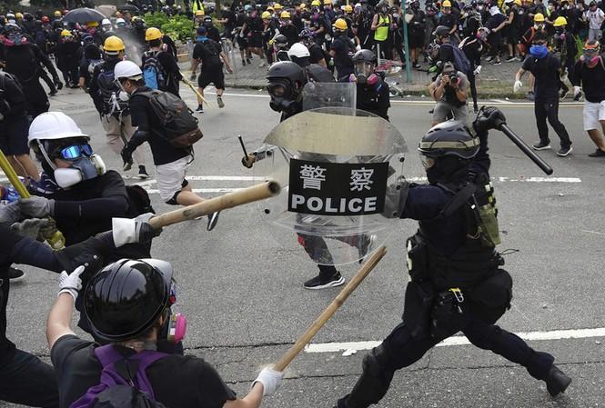 Duyệt ứng dụng theo dõi cảnh sát ở Hong Kong, Apple chọc giận Bắc Kinh - 1