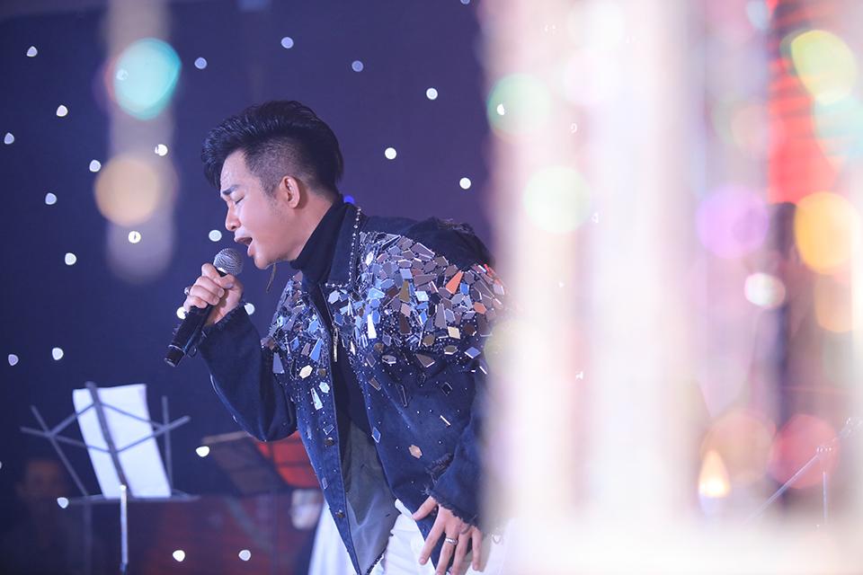 """Ngọc Sơn tặng vàng, Quang Lê còn chơi lớn hơn ở sinh nhật """"ông hoàng Bolero remix"""" - 1"""