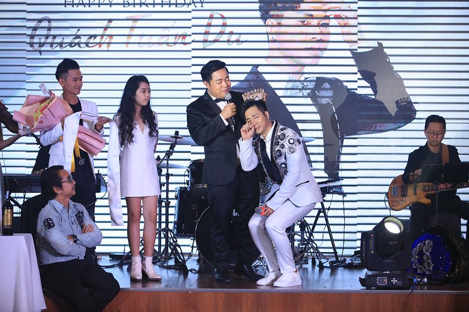 """Ngọc Sơn tặng vàng, Quang Lê còn chơi lớn hơn ở sinh nhật """"ông hoàng Bolero remix"""" - 4"""