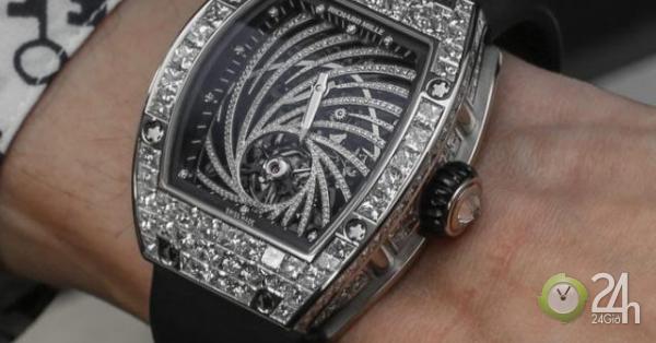 Pháp: Vừa bước ra khỏi khách sạn 5 sao, bị cướp đồng hồ 19 tỷ đeo trên tay