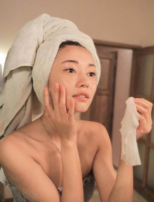Sai lầm phổ biến khi đắp mặt nạ khiến da thêm xuống cấp - 6