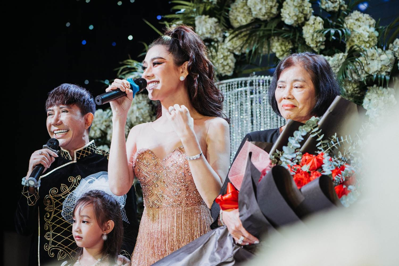 Quý tử do Lâm Khánh Chi nhờ người mang thai hộ nhận đầy quà bằng vàng - 11
