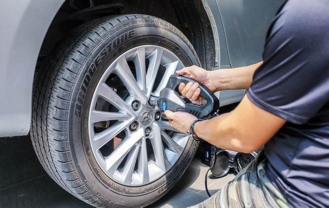 Cách xử lý tình huống nổ lốp giữa đường khi xe đang di chuyển? - 6