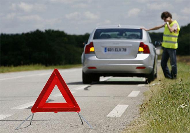 Cách xử lý tình huống nổ lốp giữa đường khi xe đang di chuyển? - 4