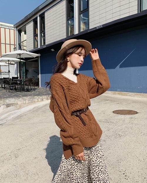 4 công thức mặc đẹp miễn chê với áo thun cổ lọ - 6