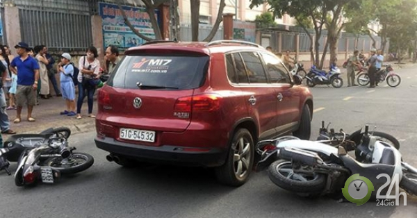 TP.HCM: Nữ tài điều khiển ô tô tông vào nhiều xe máy trước cổng trường - Tin tức 24h