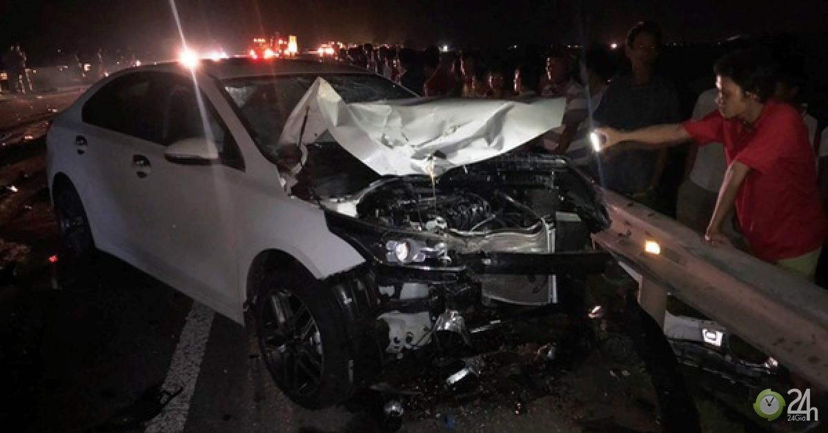 Hai vợ chồng và con trai chết thảm sau va chạm với xe ô tô - Tin tức 24h