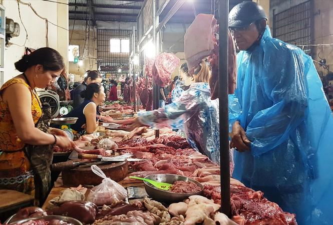 Dịch tả lợn chưa giảm, kẻ ăn, người sợ - 1