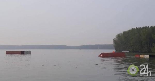Tàu chìm ở Cần Giờ, nhiều người rơi xuống sông - Tin tức 24h