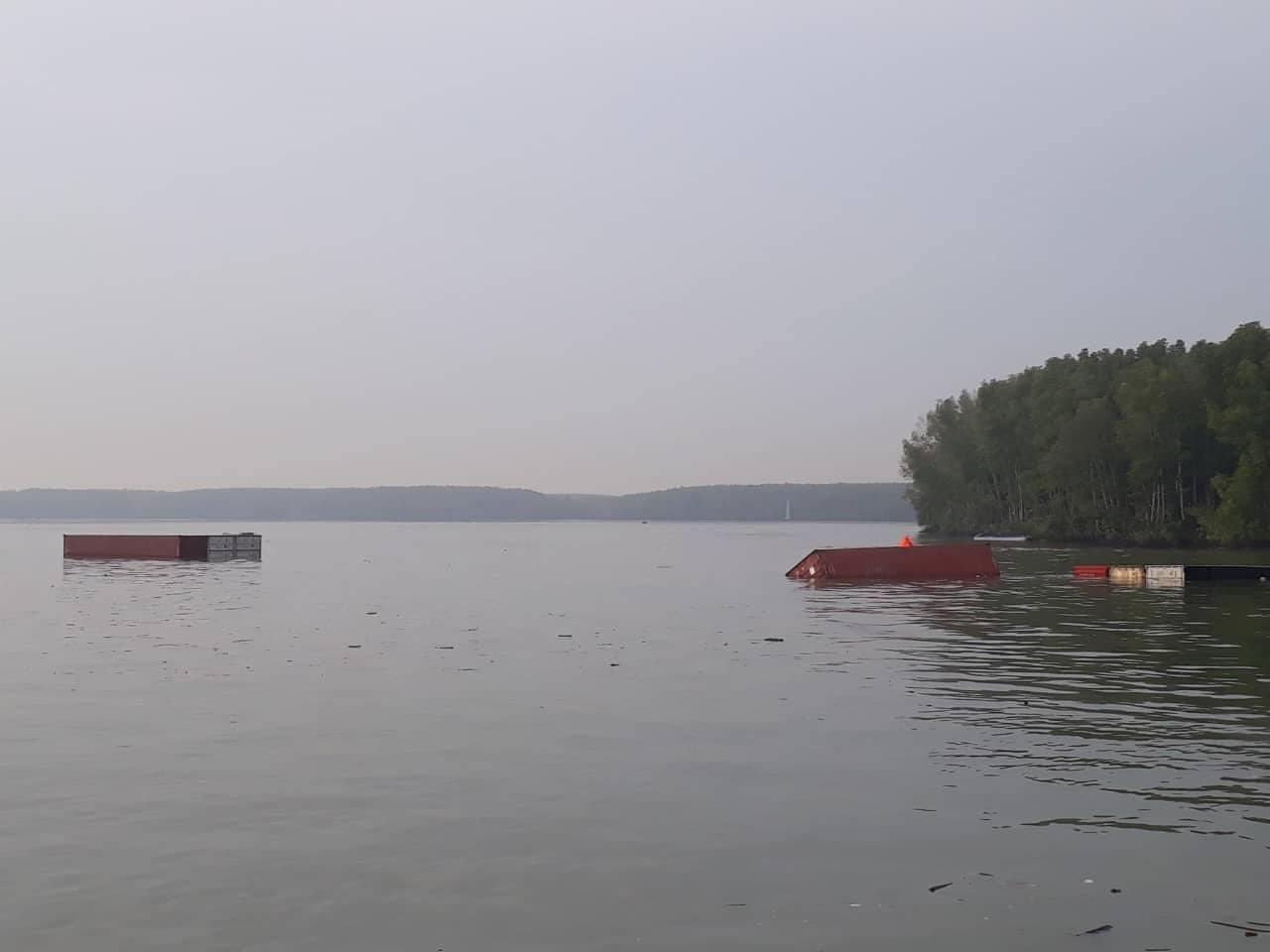 Tàu chìm ở Cần Giờ, nhiều người rơi xuống sông - 3
