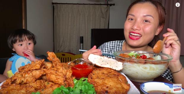 """Bà Tân Vlog đang lao đao, một Youtuber khác nhanh chân soán ngôi với 1,2 triệu """"fan""""? - 3"""