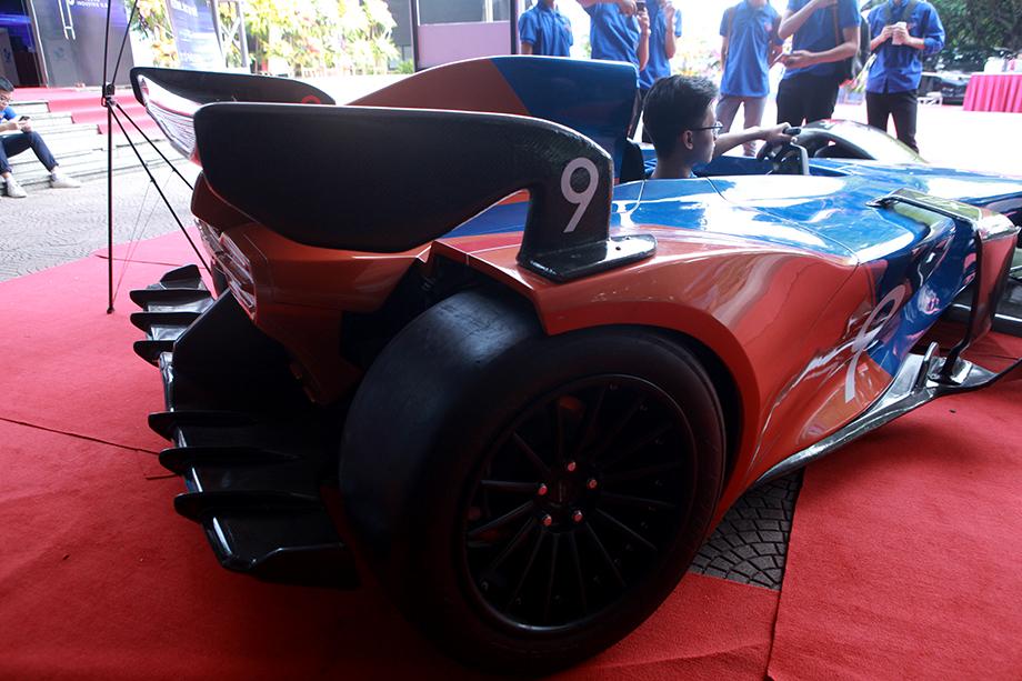 """Cận cảnh """"siêu xe F1"""" do người Việt Nam chế tạo - 10"""