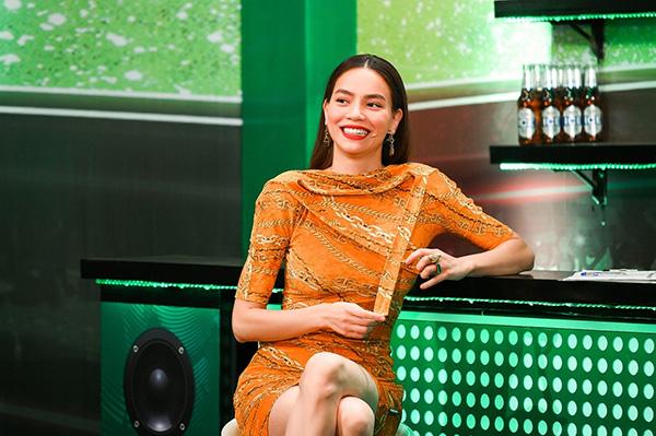 """Hà Hồ, Quang Linh và """"người bí ẩn"""" cùng xuất hiện tạiHuda Central's Top Talent 2019 - 1"""