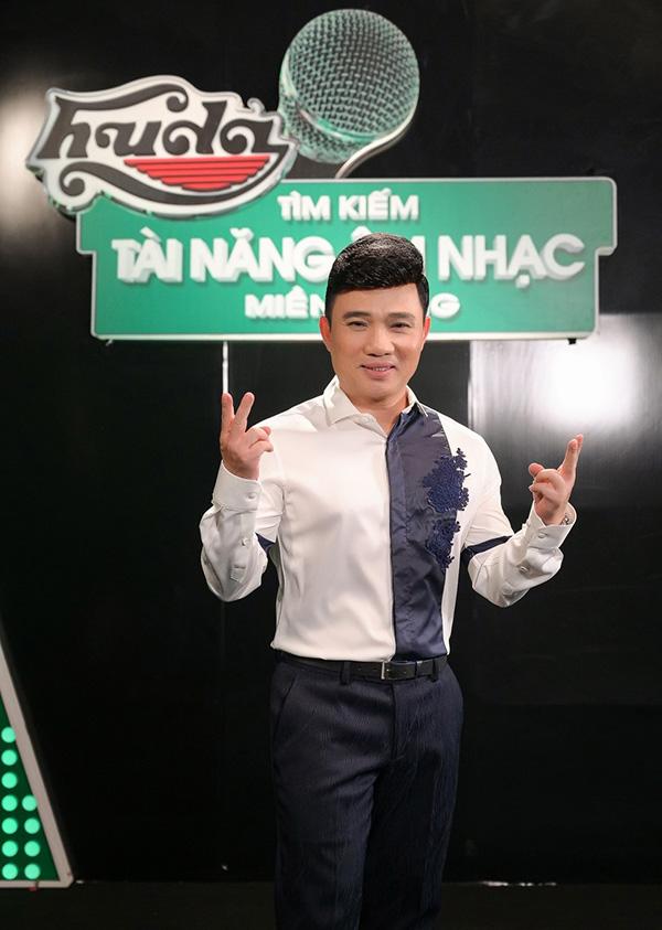 """Hà Hồ, Quang Linh và """"người bí ẩn"""" cùng xuất hiện tạiHuda Central's Top Talent 2019 - 2"""